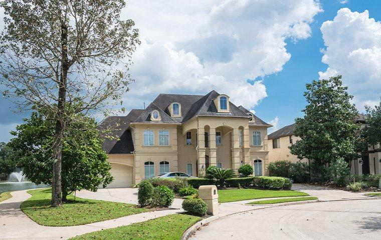 a large home in bon weir texas