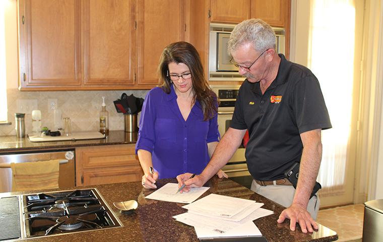 bugspert explaining service to homeowner