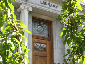 Farmington Public Library logo