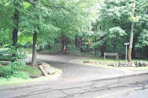 Parking area and entrance to the park. (Credit: Ridgefield Conservation Commission)