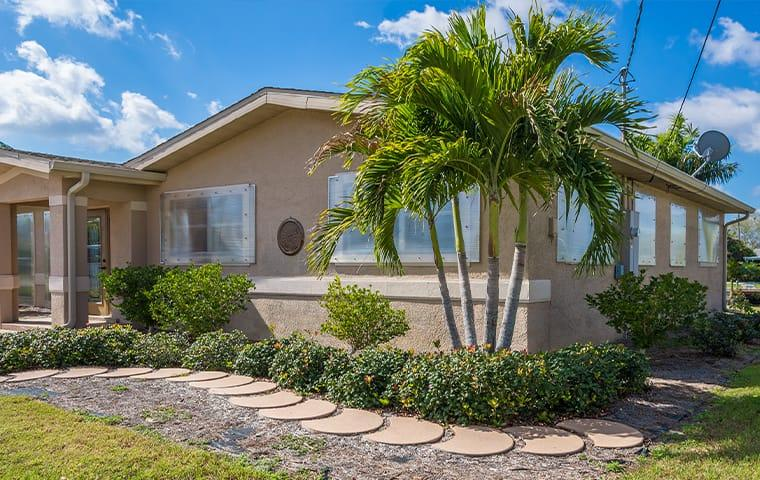 a home with palm trees in oviedo florida