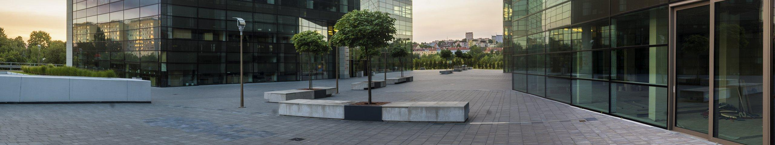 the courtyard of two large commercial buildings
