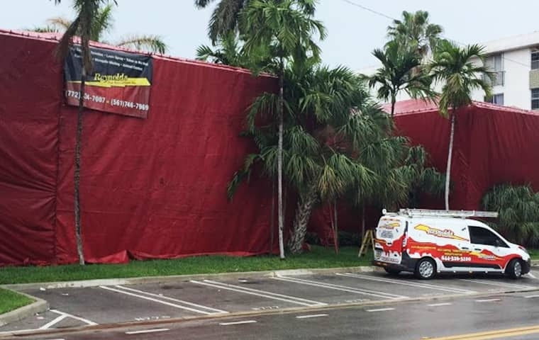a florida commercial property being fumigated in a tent