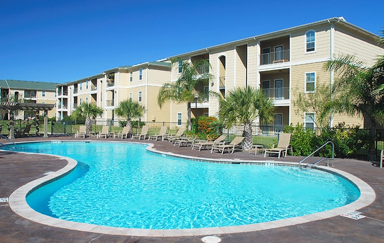 an apartment building with a pool in baton rouge louisiana