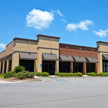 a commercial building with multiple store fronts in baton rouge louisiana