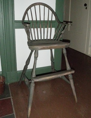 Continuous arm high chair