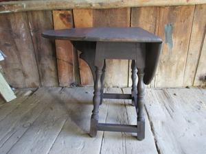 Butterfly tavern table