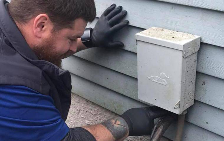tech inspecting property