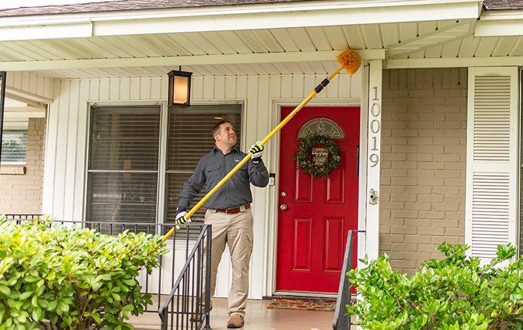 roanoke va pest control expert treating outside of home