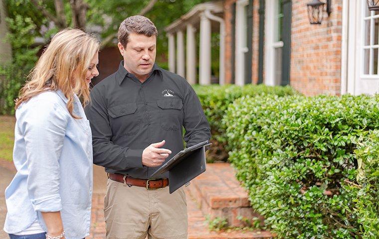 residential exterminator in roanoke explaining service