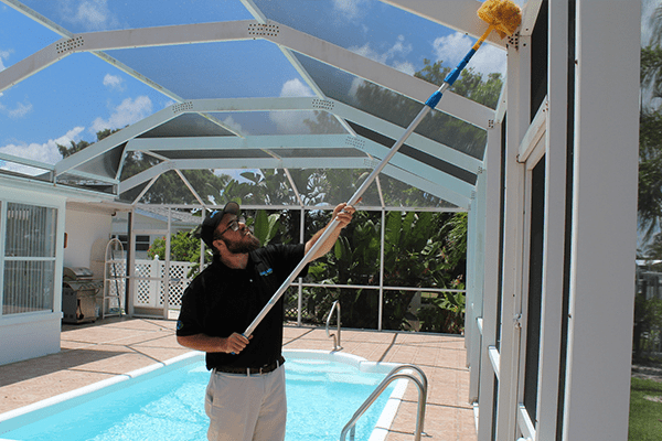technician in bradenton removing spiders
