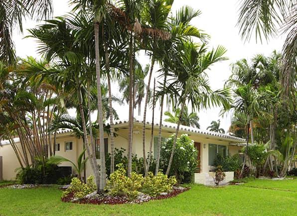 home located in ellenton fl