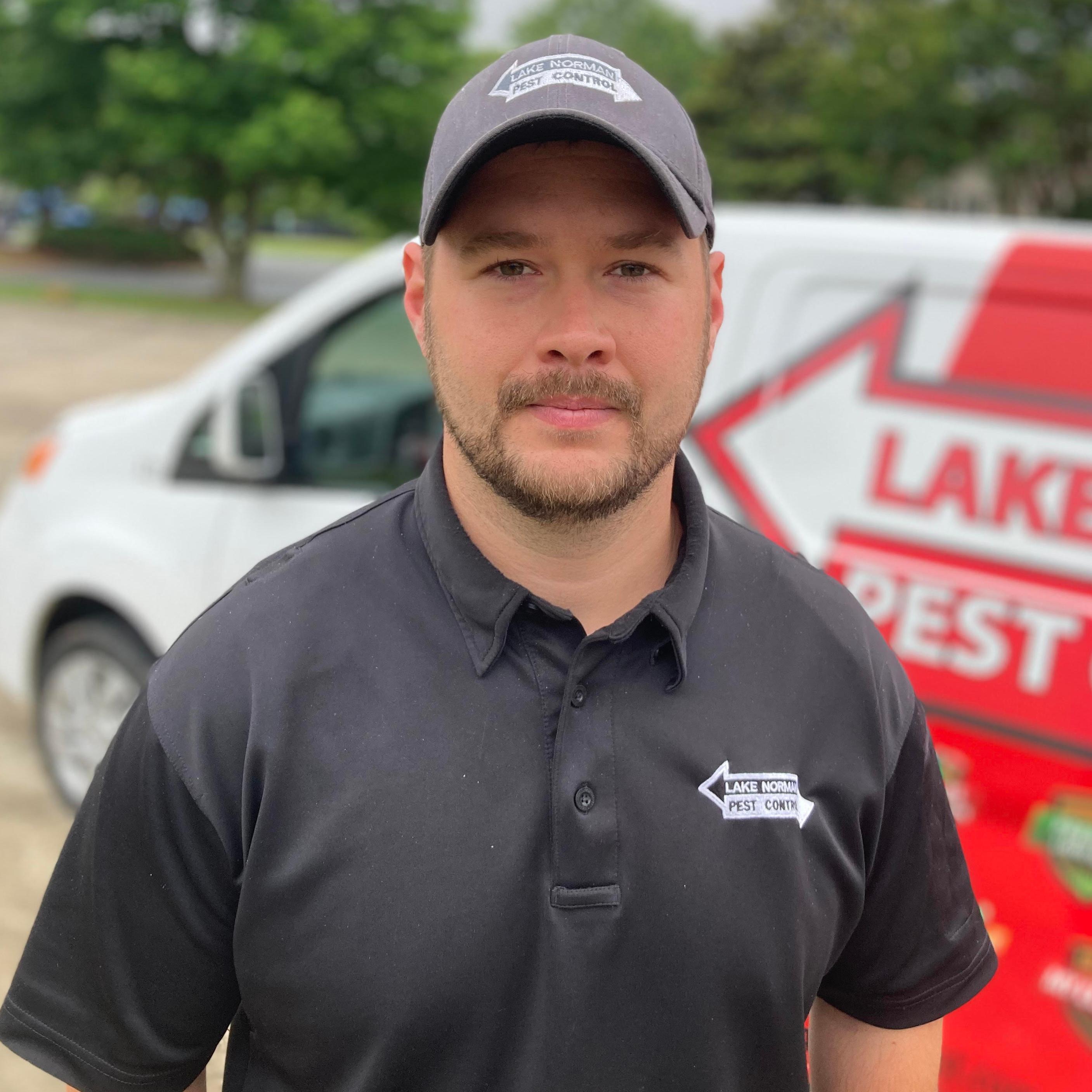 a lake norman pest control employee