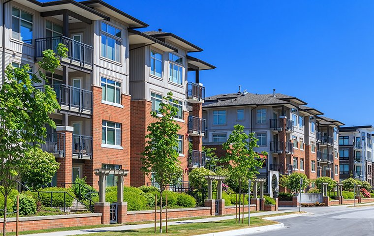 street view of an apartment complex in hendersonville north carolina