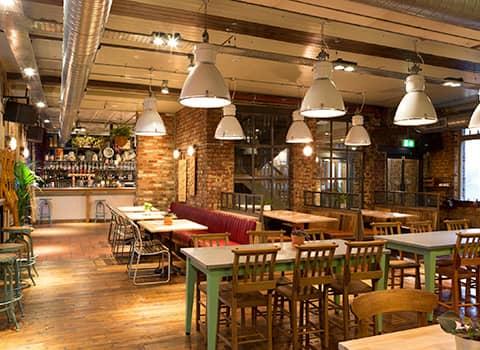 empty restaurant in niskayuna