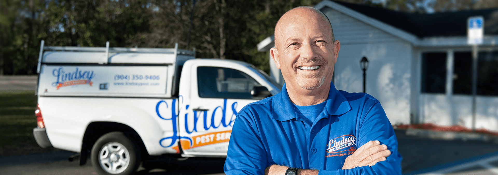 a lindsey pest technician standing in front of his truck in neptune beach florida