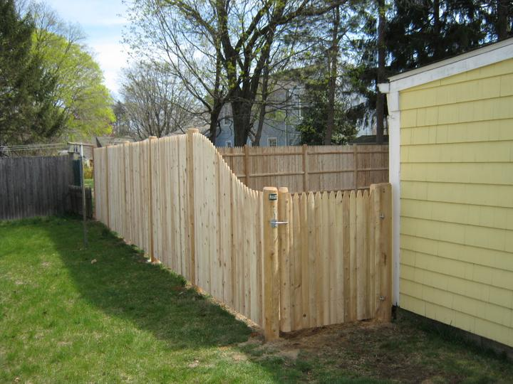 Photo #138, 6' to 4' Slope Stockade Picket with Round Posts and Gate