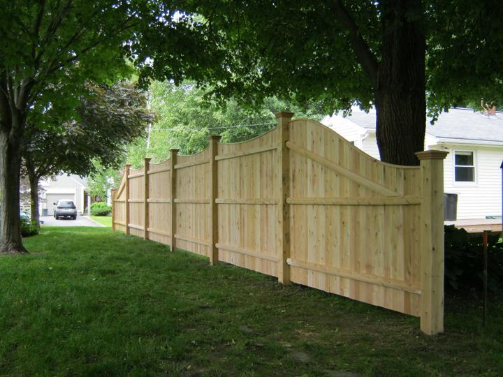 Photo #164, 6' to 4' Solid Scalloped Board with Thin Cap Strip