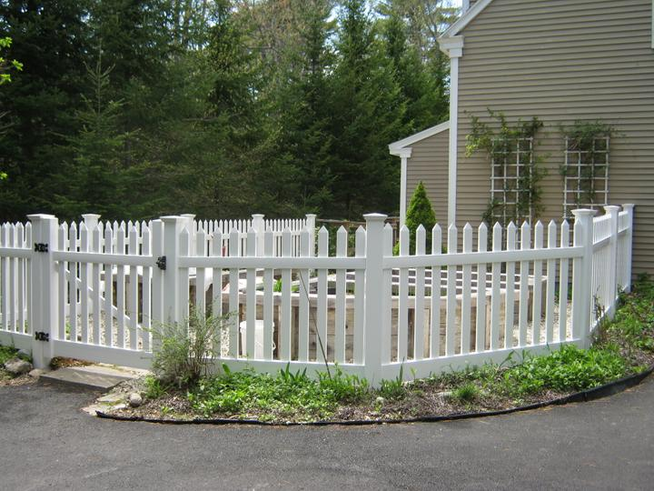 Photo #190, 4' Primrose Picket with New England Style Post Caps