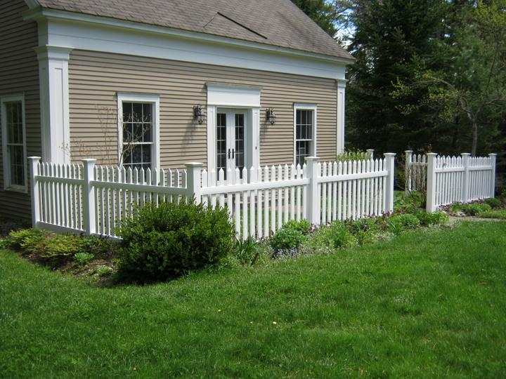 Photo #197, 3' Primrose Picket with New England Style Post Caps