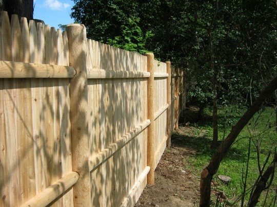 Photo #129, 6' Solid Stockade with Round Posts