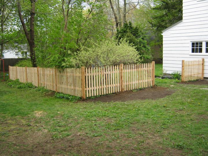 Photo #68, 3' Spaced Stockade Picket with Round Posts