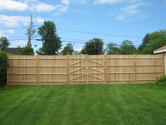 Photo #133, 8' Solid Stockade with Round Posts