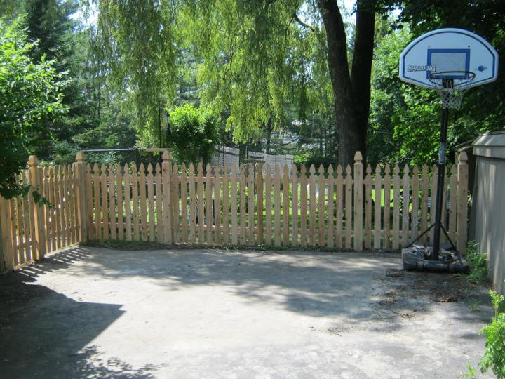 Photo #90, 4' Spaced Gothic Style Picket with 5\