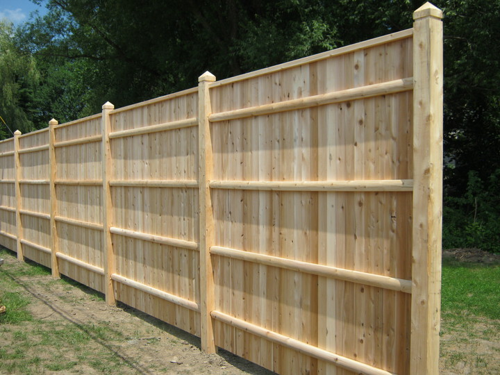 Photo #168, 8' Solid Board with Thin Cap Strip and Pyramid Top Posts
