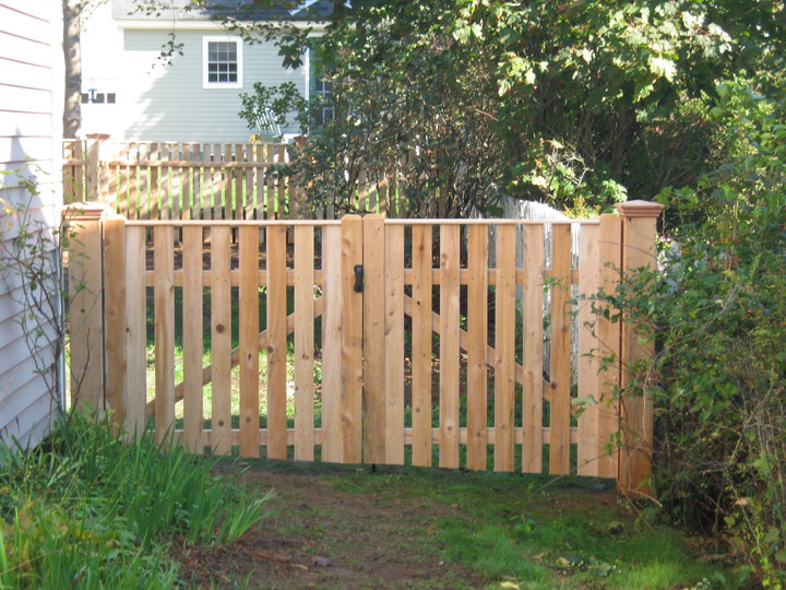 Photo #82, 4' Spaced Solid Board Double Gate, with Thin Cap Strip