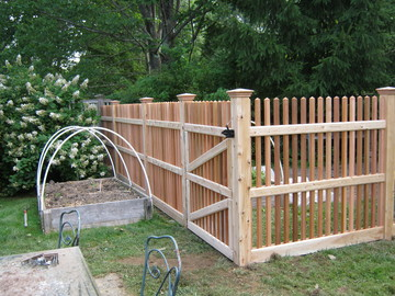 Photo #48, 5' Victorian Picket Fence and Gate