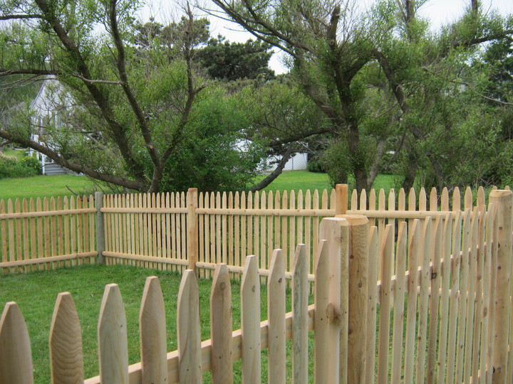 Photo #73, 4' Spaced Stockade Picket with Round Posts