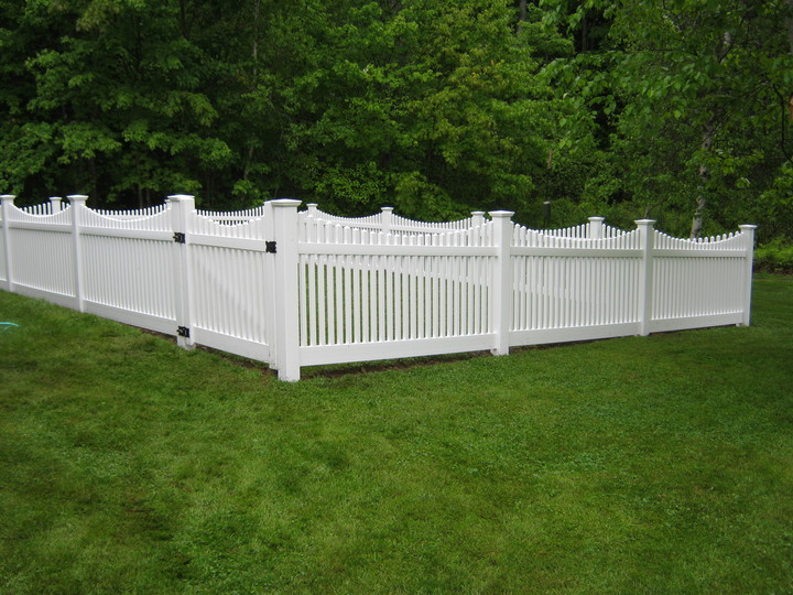 Photo #205, 4' Scallop Top Victorian Picket Style and Gate