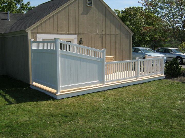 Photo #206, 6' Privacy Screen and Railing on Deck
