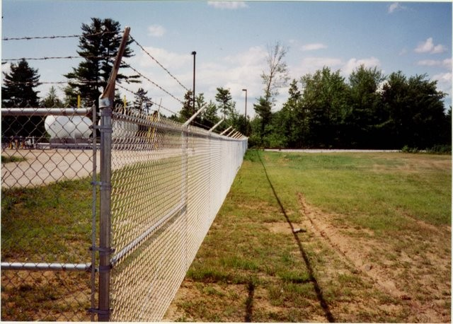 Photo #71, 6' Chain Link Plus 1' Barb Wire