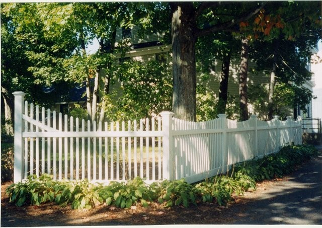 Photo #42, 4' Scalloped Victorian Picket and 6' to 4' Slope