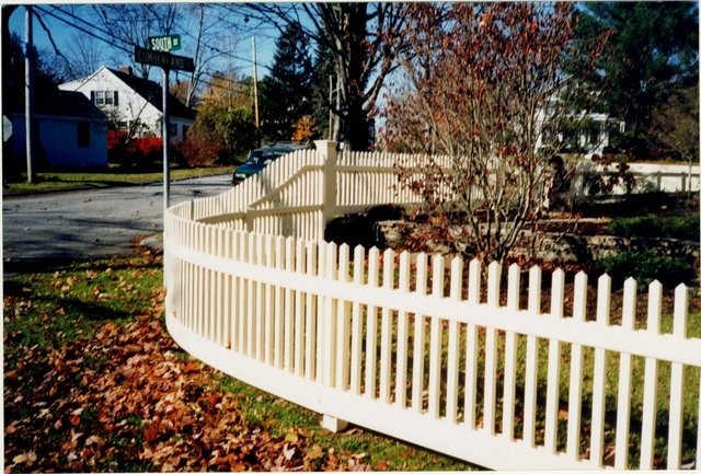 Photo #45, 3' Victorian Picket with Curved Corner and Hidden Line Posts