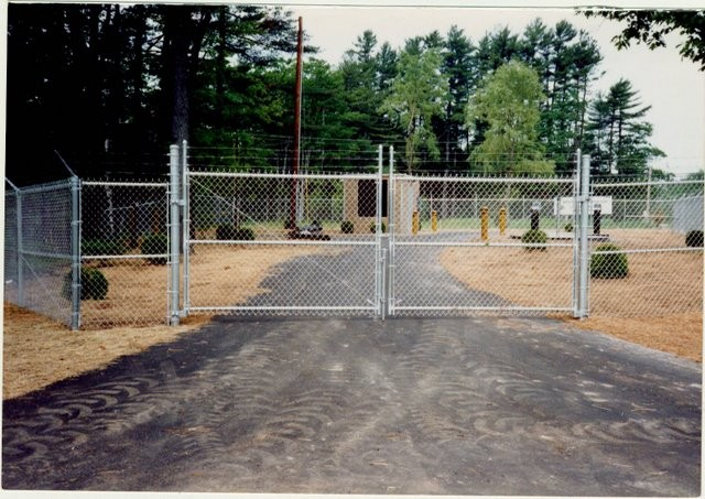 Photo #33, 6' Chain Link Plus 1' Barb Wire and Double Swing Gate