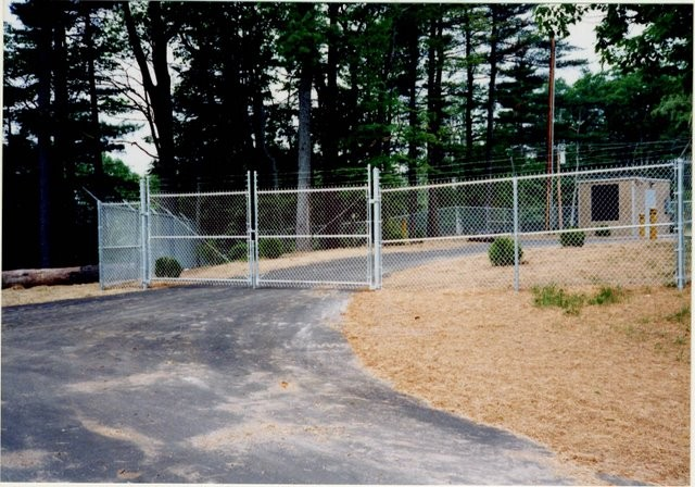 Photo #72, 6' Chain Link Plus 1' Barb Wire and Double Swing Gate