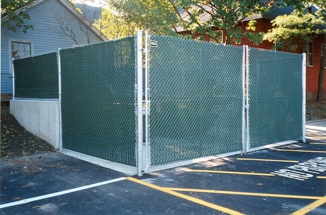 Photo #77, Galvanized Chain Link Dumpster Enclosure with Green Plastic Slats