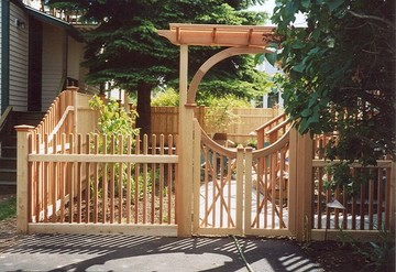 Photo #116, 4' Victorian Picket Fence with a South Shore Style Gate and Seaside Pergola