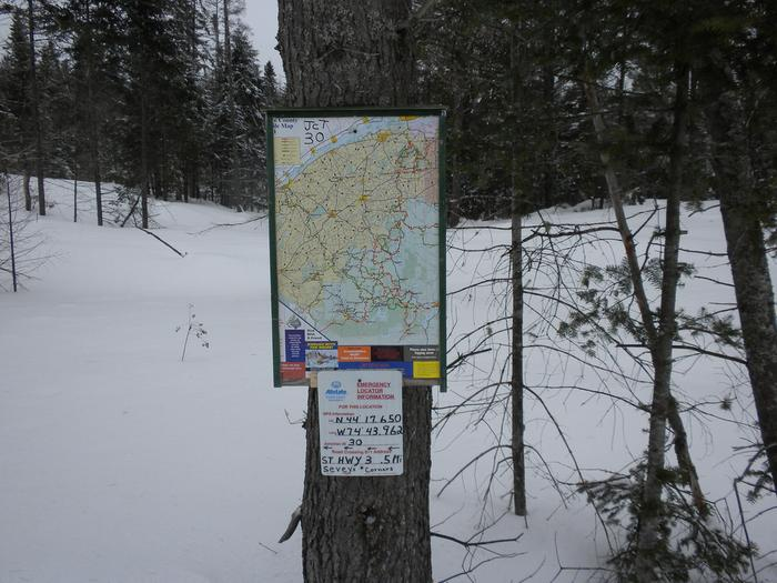 Map picture on trail and emergency locator signs (Credit: St. Lawrence County Snowmobile Association)