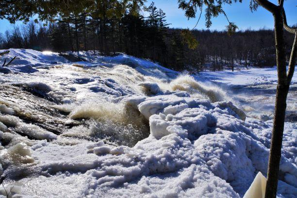Lampson Falls ice (Credit: Wm.Hill/Hiking the trail to Yesterday)