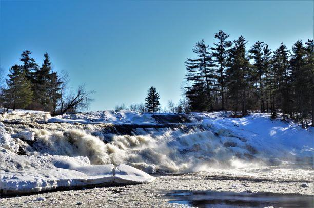 Winter at Lampson falls (Credit: Wm.Hill/Hiking the trail to Yesterday)