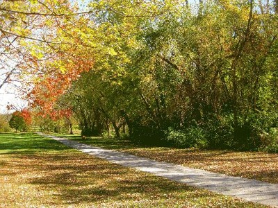 Trail access at Veterans Memorial Park