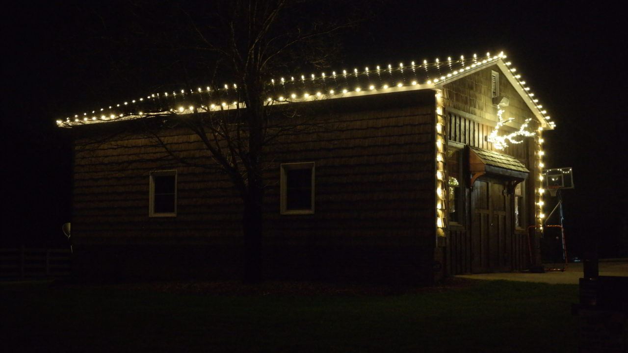 a barn with christmas lights
