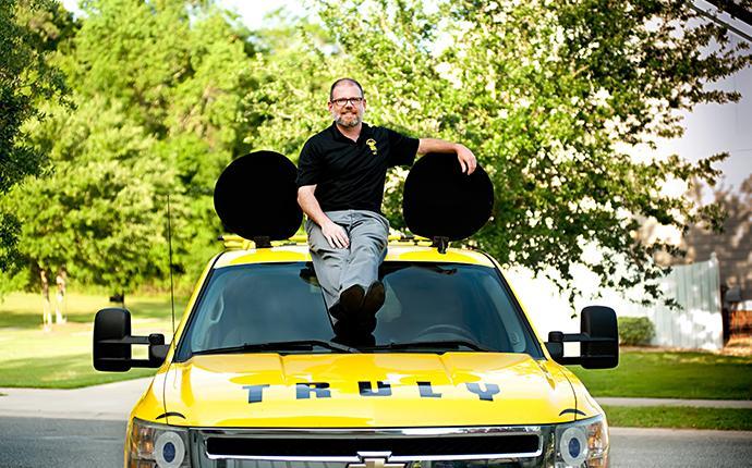 truly nolen technician on a car