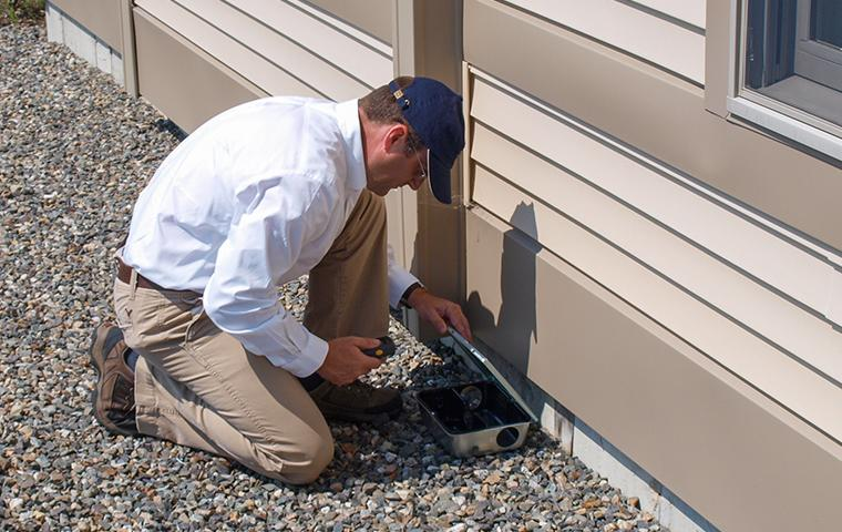 technician looking for signs of rodents