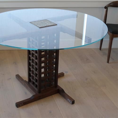 Round glass top dining table.