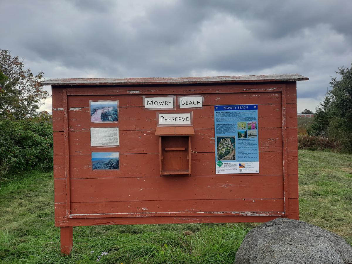 The kiosk at the beginning of the Mowry Beach trail. Photo credit: Enock Glidden